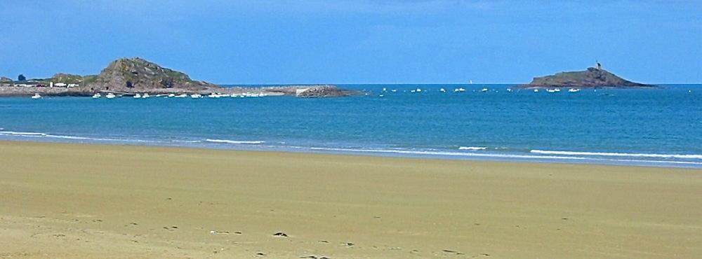 Ilot_Saint-Michel _depuis_la_lagune_de_Plurien