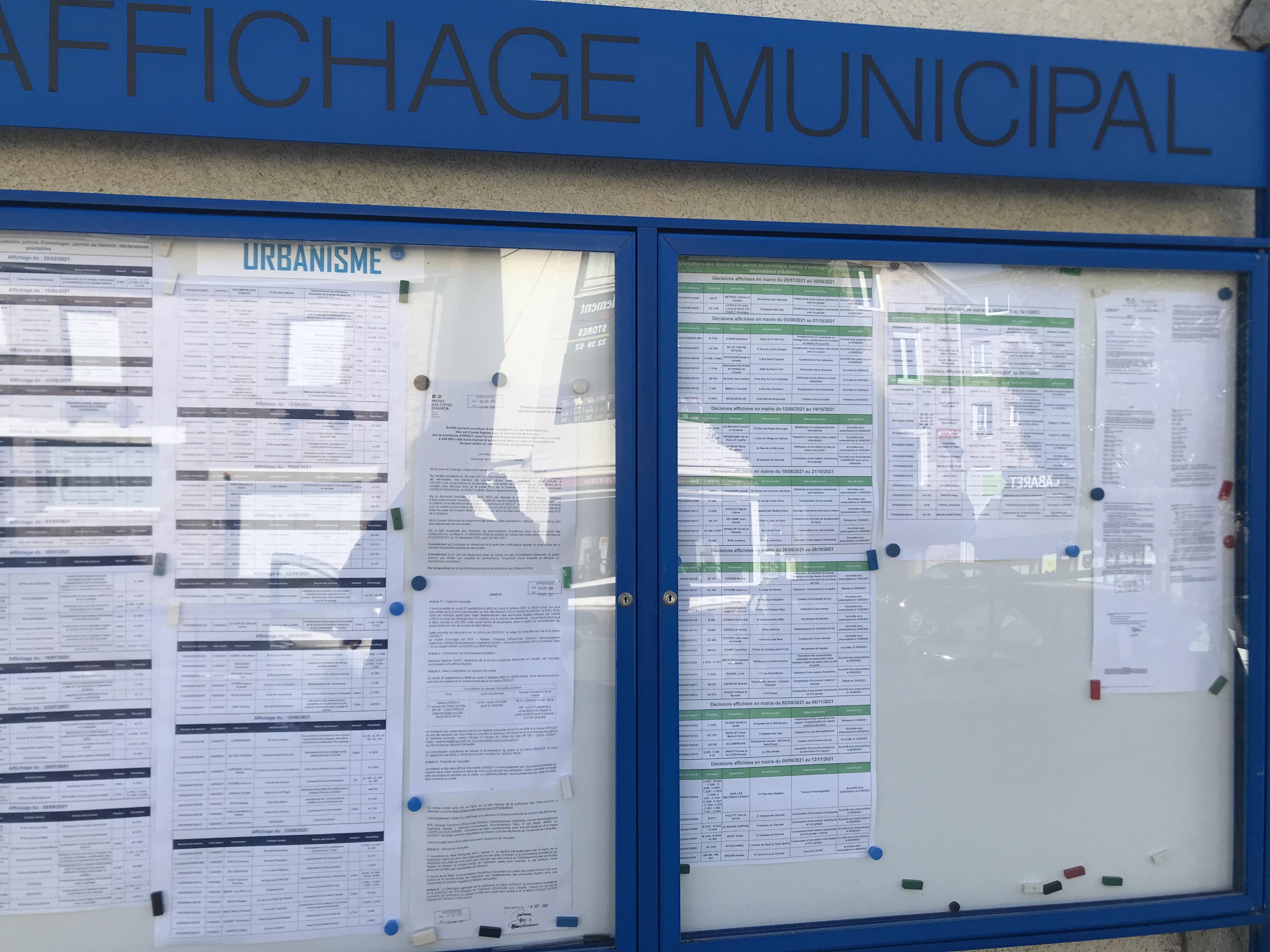 Affichage à la mairie d'Erquy
